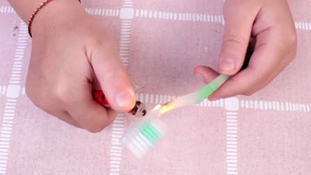 废旧牙刷直接丢掉太可惜,没想到用打火机轻轻一烧,作用这么厉害