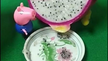 乔治吐槽猪爸爸,买的火龙果籽太多,为什么佩奇和猪妈妈都笑话乔治呀