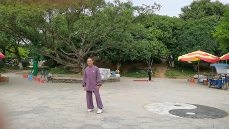 杨乃景于2O20年10月18日在I龙港市龍翔公园晨练48式太极拳。