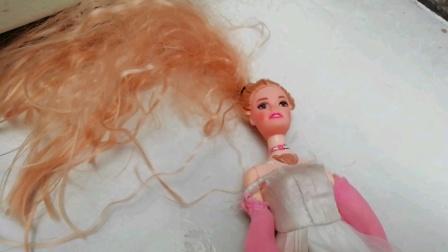 芭比要去参加古风舞会我们,来给芭比娃娃试穿好看的衣服吧😊