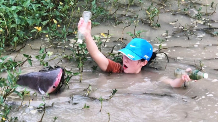 女孩钓了一条大鱼,这大鱼有十斤吧