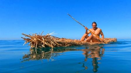 肌肉哥的做的茅草筏子,这下派上用场了,没事的时候去海上划两圈