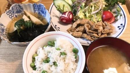 真实记录50年前日本普通人家丰盛的晚餐
