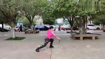 武术女老师现场演练四十二式太极剑!