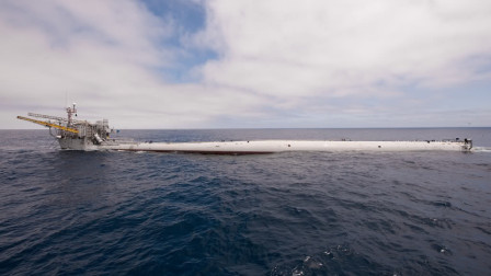 """美国这一艘""""怪船"""",90米水底""""倒立"""",数百吨海水瞬间吸光"""