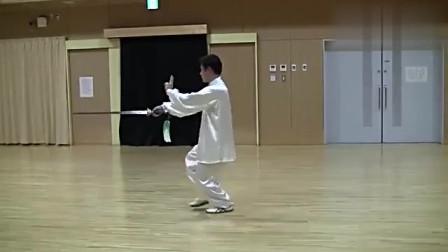 太极老师现场演练四十二式太极剑动作分解慢动作教学!