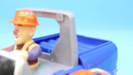 儿童玩具:光头强破坏森林,熊大熊二变身机甲阻止砍树