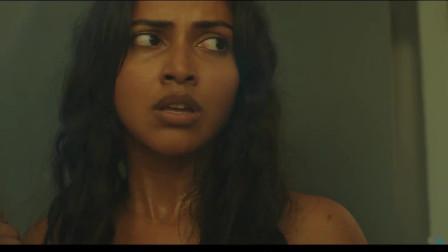 几分钟看完印度惊悚电影《阿黛服装》少女被困废弃大楼的故事