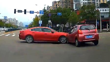 """交通事故合集:小车""""路怒症""""发作,别车导致追尾怎么看?"""
