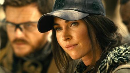《侠盗》高能速看:梅根·福克斯上演非洲绝地求生,女战士大战嗜血雌狮!