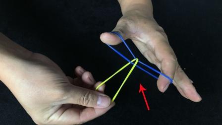 不能松开蓝色橡皮筋,如何才能取出黄色皮筋?学会去骗朋友玩玩