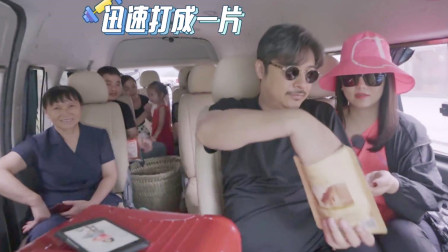 李湘毫无架子和老乡嗑瓜子,谁注意她把瓜子壳吐在哪?素质装不出