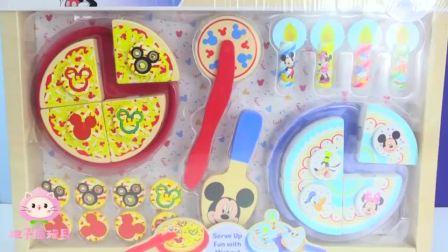 迪士尼老鼠玩具:米奇和朋友们一起分享美味披萨和蛋糕