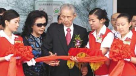 他是前华人首富,曾在美国买下一块地捐给中国,那块地如今怎样?