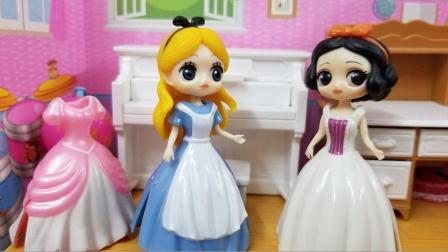 白雪公主故事 爱丽丝在白雪的提醒下,终于懂得了妈妈的良苦用心