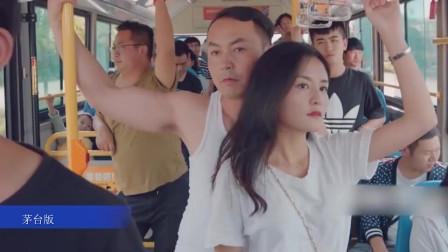 王炸公交车上遇见咸猪手,关键时刻挺身而出,结果却被众人围殴!