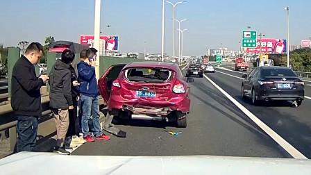 交通事故合集:高速上疲劳驾驶,怼上泥罐车才如梦初醒