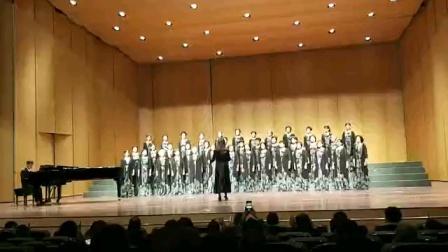 薇女合唱团2020年10月24日南京合唱协会2020南京公益合唱音乐会(二、三)《爱的暖流》群众合唱展演【妈妈的牵挂】。