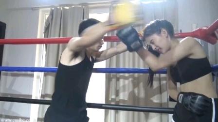 美女挑战职业拳手,被打到昏迷!