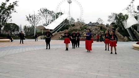 土主水兵舞团队表演