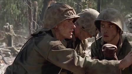 二战中美军登陆硫磺岛,发现日军地堡直接丢手雷火焰喷射器