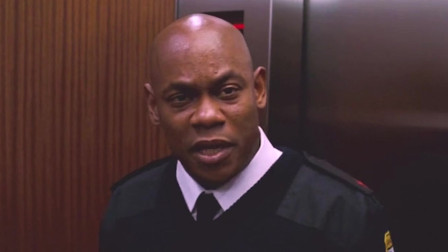 5人被困在了电梯中,每次灯灭都会有人死去,而且凶手就在其中!