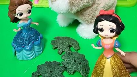 小白雪不舒服,白雪妈妈把小兔交给贝尔照顾,贝尔居然这样对小兔!