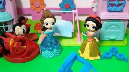 小贝尔有泡泡机,向白雪炫耀,没想到白雪的更好!