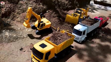 工程车,装载车三辆自卸车运输泥土填坑铺路