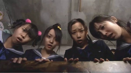 女更衣室的箱子里流出不明液体,打开箱子后,女孩们竟都傻眼了!