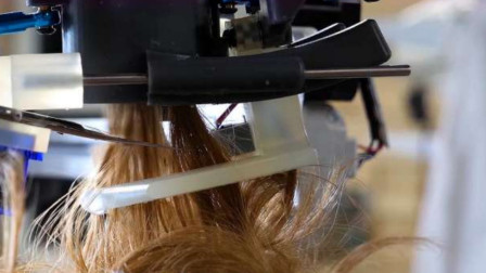 小伙作死用机器人理发,头放上去那刻就要后悔了吧