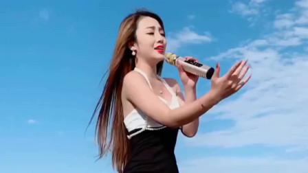 美女翻唱《站着等你三千年》,迷人的嗓音,唱出不一样的韵味