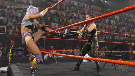 NXT万圣浩劫铁桌铁椅惊悚赛,紫雷怒摔坎迪斯霸气卫冕!