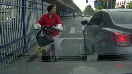 行车记录仪:路怒症!我这充满善意的举动,不知道逆行的大妈会不会领情!