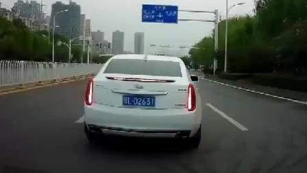 行车记录仪:路怒症!凯迪拉克任性变道,没办法,开豪车惹不起!