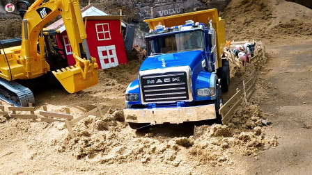 工程车施工,卡车挖掘机自卸车运输泥土铺路