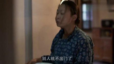 父母爱情:媳妇是碎嘴子怎么办?老丁被逼无奈,只能堵在门口!