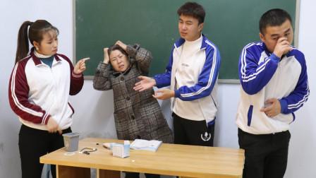 王宝剑没写作业,贿赂同学帮他渡难关,同学们也太给力了