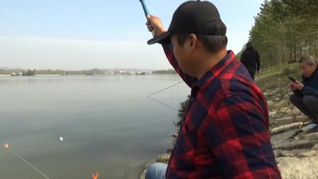 兰溪河野钓,鲮鱼鲫鱼连杆上时,来了三位不速之客