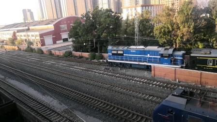 (天津市东兴路)沈局辽段HXD2牵引货列通过。