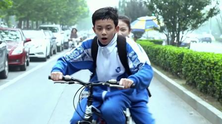 女子骑脚踏车,公安都追她,原来那脚踏车值二十多万