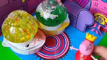 猪妈妈让猪爸爸买消毒的,不料猪爸爸买了小汽车,能消毒能当玩具