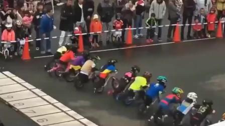 超人的孩子,没有脚蹬子的自行车比赛