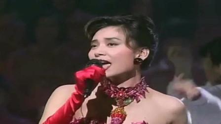 1992年邝美云登台献唱《黄昏雨》,难得的经典!