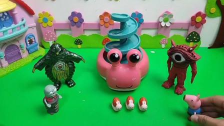 两个怪兽霸占小蜗牛的专属滑滑梯!