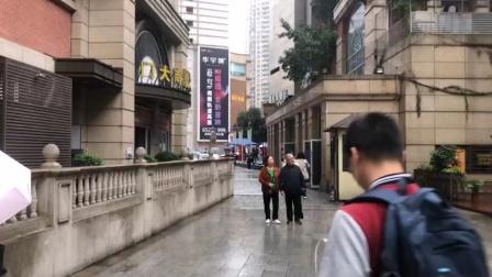 重庆市沙坪坝英伦风情街钟楼下午1点(报时)
