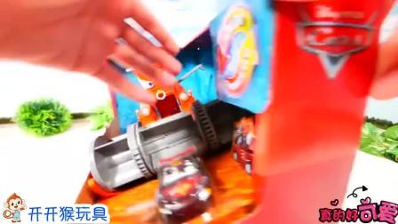 儿童益智玩具车集合:糟糕,闪电麦昆怎么被工程车压住了?