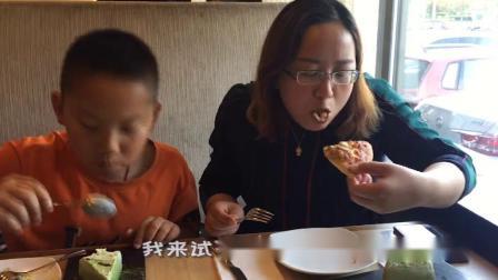 母亲节来必胜客,120元吃了2个披萨4块蛋糕,真是太实惠了