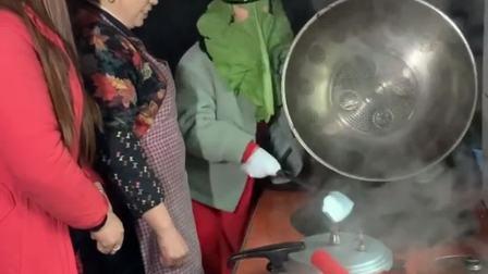 女儿过年回来,非说自己会做饭,让我们休息一会儿!