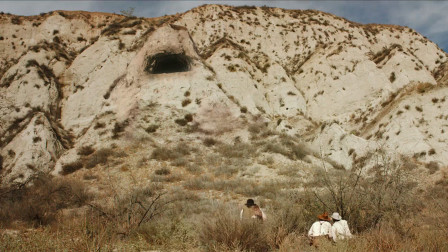 小镇失踪数人,警长追寻线索发现古怪山洞,洞内的景象让人恐惧